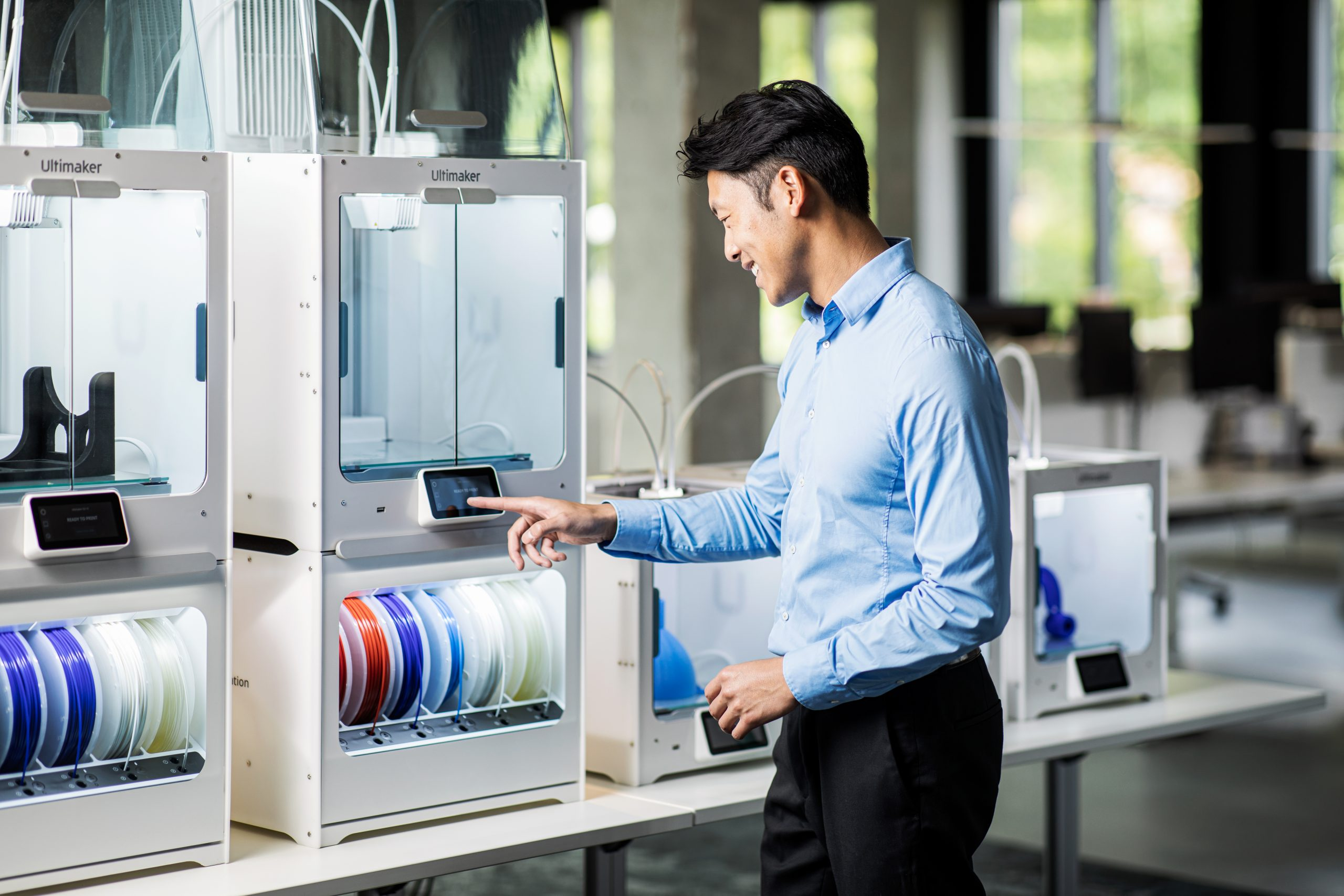 Ultimaker-S3-S5-Pro-Bundle-Air-manager-Material-station-photography-132-scaled